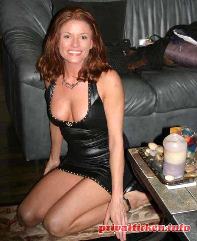 Sexgeile MILF aus Stuttgart sucht geile Typen ab 30 Jahren