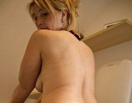Blonde hausfrau aus Stuttgart privat ficken