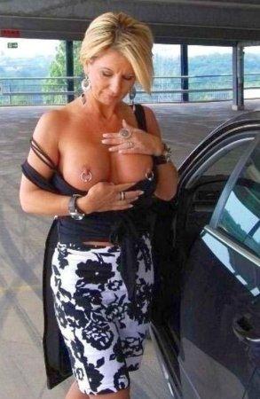 Frisch geschiedene Hausfrau sucht dich für privates Sexdate