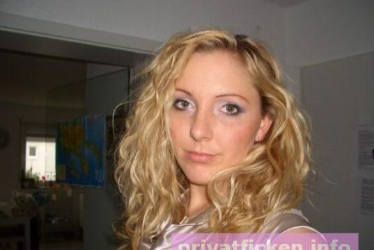 willst du eine sexgeile Blondine privat ficken?