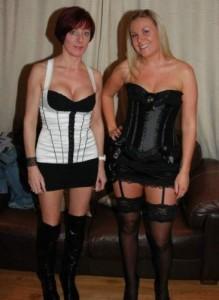 zwei tabulose hausfrauen