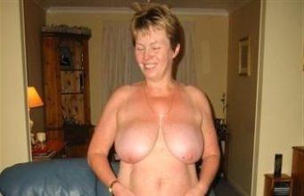 Sexgeile Hausfraun lässt sich privat ficken